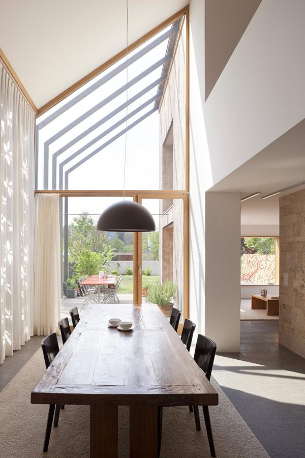 Ferme suisse transform e en espace de bureaux red banana for Architecte interieur geneve