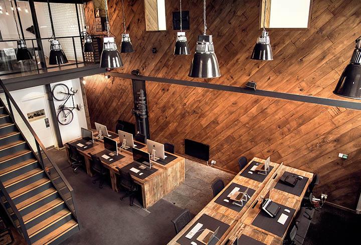 Intérieur & bois bureaux chaleureux à manchester red banana