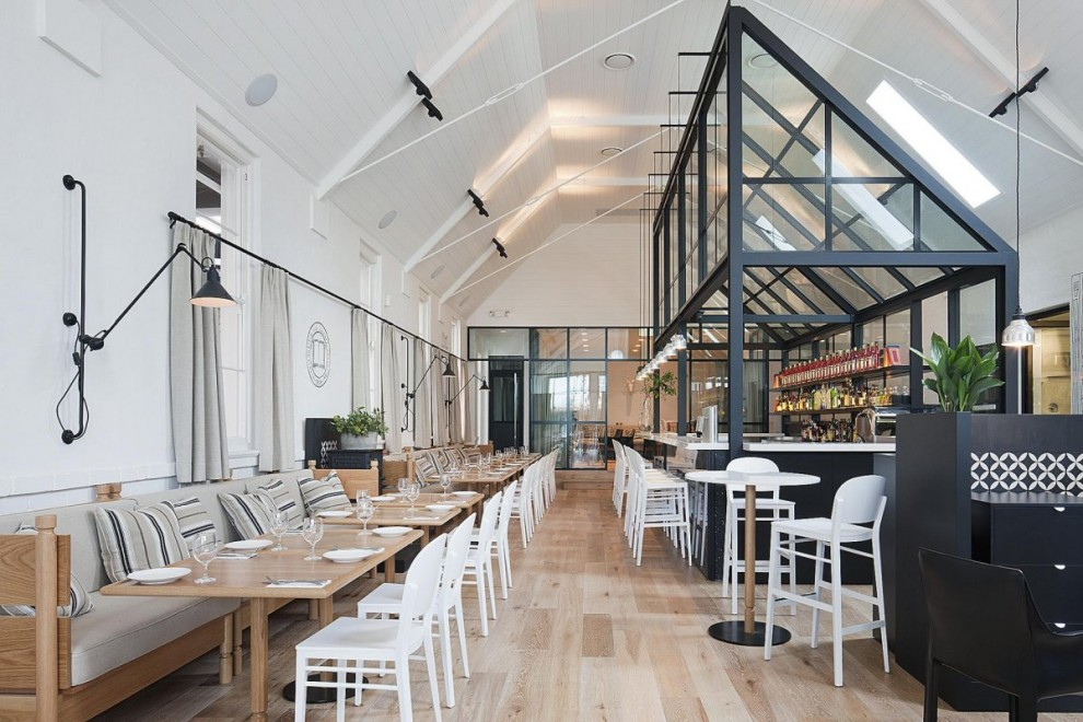 Un int rieur de restaurant en australie red banana for Qu est ce qu un architecte d interieur