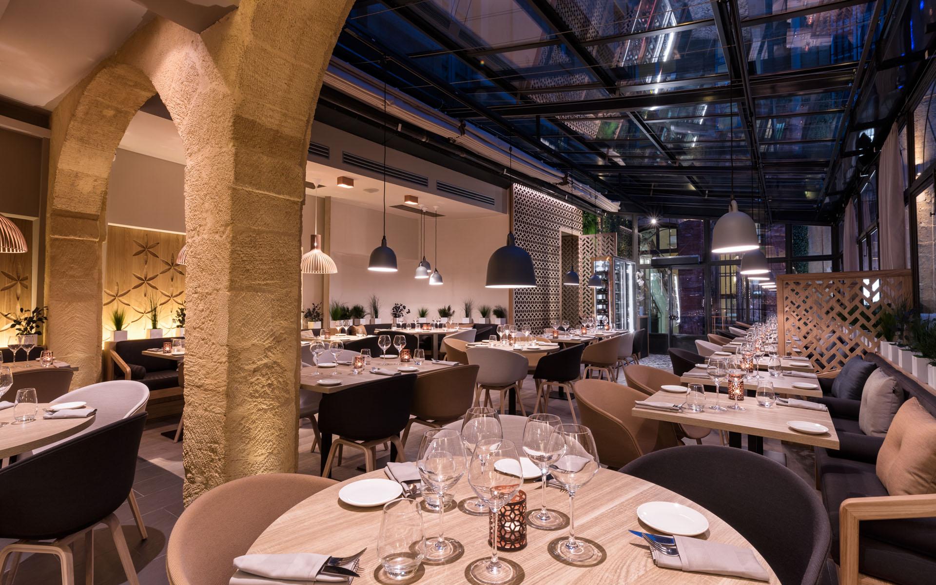 intérieur du restaurant coté cour à aix en provence 4