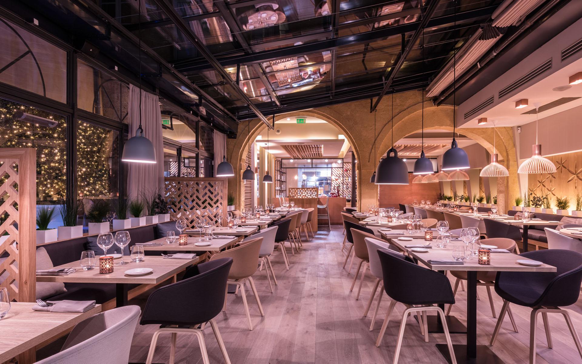 intérieur du restaurant coté cour à aix en provence 5