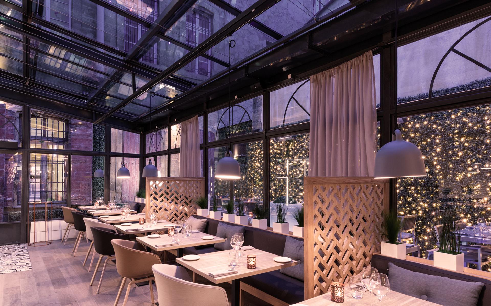 intérieur du restaurant coté cour à aix en provence 11