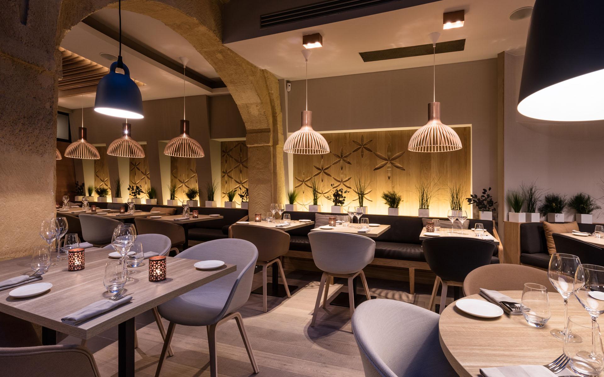 intérieur du restaurant coté cour à aix en provence 12